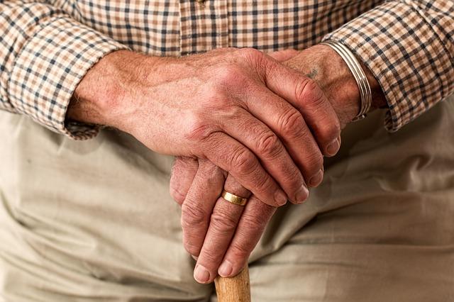 hands-981400_640.jpg